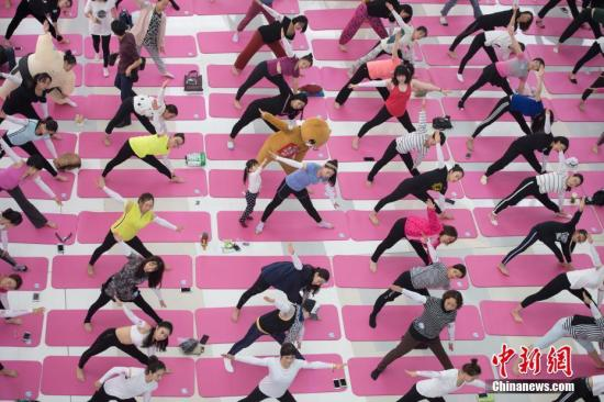 瑜伽健身還是傷身?有人傷了腰椎有人矯正了駝背 - 華發網繁體版