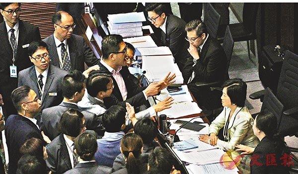 反對派開夜車提修訂 圖阻「一地兩檢」二讀-華發網繁體版