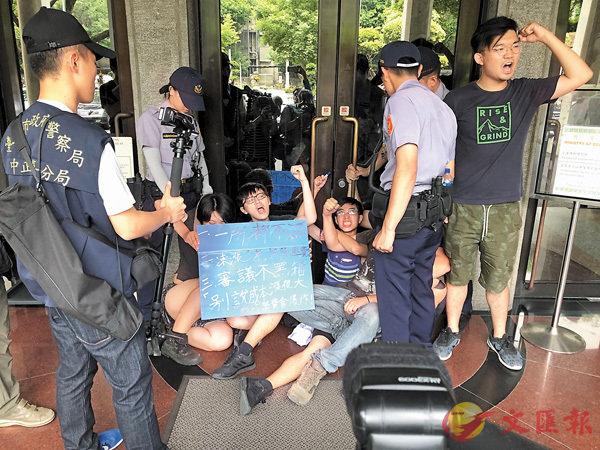 台灣大學生抗議學雜費上漲 - 華發網繁體版