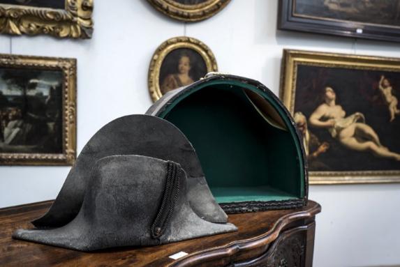 拿破崙滑鐵盧之役「雙角帽」 250萬元成交