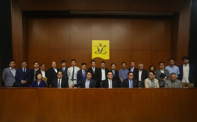 40建制派議員聯署力撐梁君彥 - 華發網繁體版