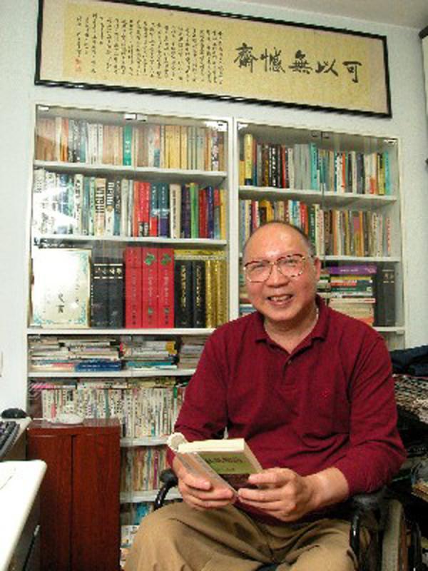 岑逸飛:不良於行而常常旅行的專欄作家