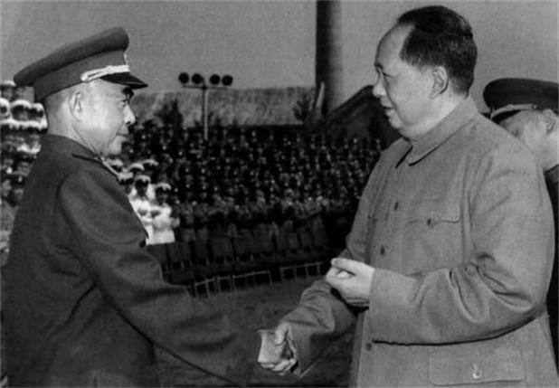 毛主席吃飯為啥總是喜歡一個人,警衛員說出原因,讓人肅然起敬!