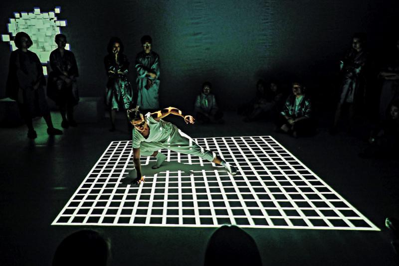 《夜奔》遊走傳統現代《我心無限》視覺變幻