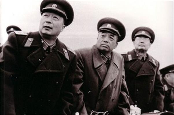 毛主席票選閱兵總指揮,為何大家都寫下此人姓名,原因讓人敬佩!