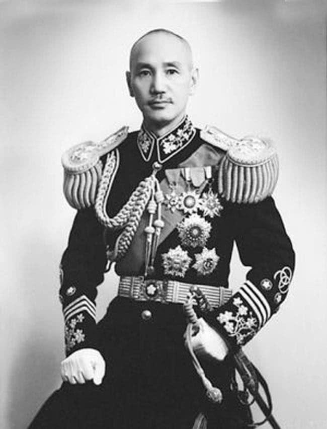 """蔣介石為何叫""""委員長"""",不叫""""總司令""""?是因這個28歲小部下!"""