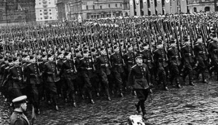 中越戰爭中,蘇聯在邊界駐兵百萬,當鄧小平說了句讓話後,蘇聯不敢動