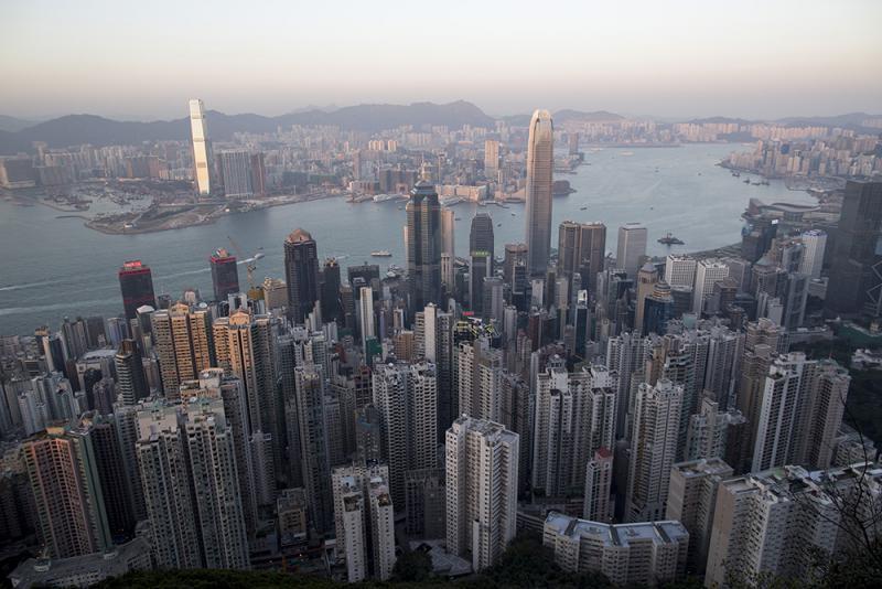 中美關係僵持港難獨善其身