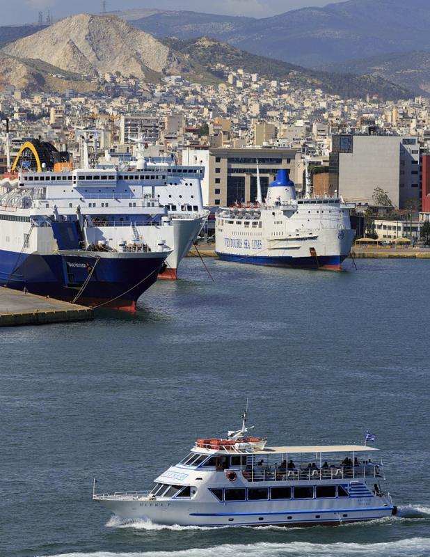 希臘主要港口比雷埃夫斯港成功轉型