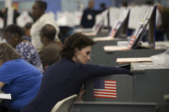 美中期選舉投票踴躍 多州投票機不堪負荷發生故障