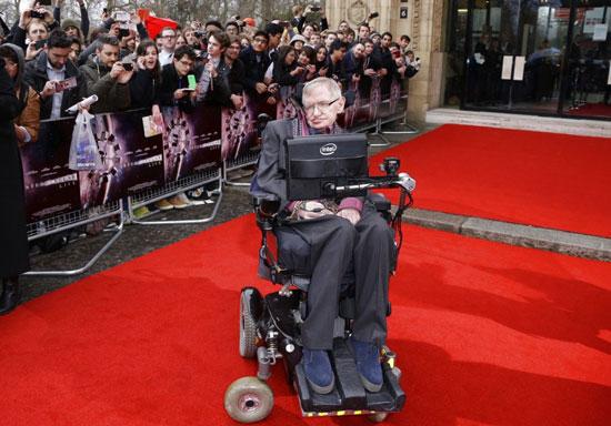 霍金遺物拍賣 輪椅600萬成交