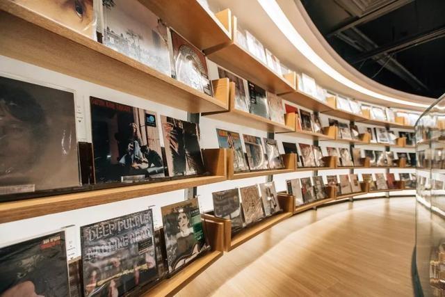 """今天,高曉松在大悅城築了一座""""島"""",挑了一萬本書請妳看"""