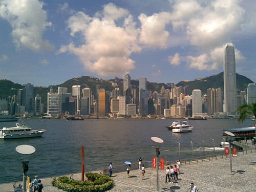 緊緊扣住香港施政重點