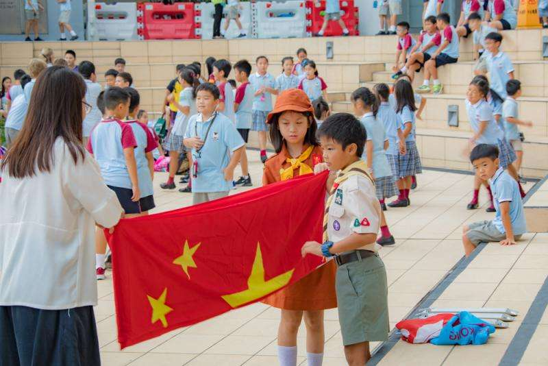 國際學校教升國旗唱國歌學尊重