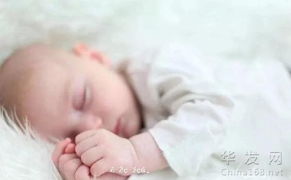 新生兒睡覺時能不能叫醒?