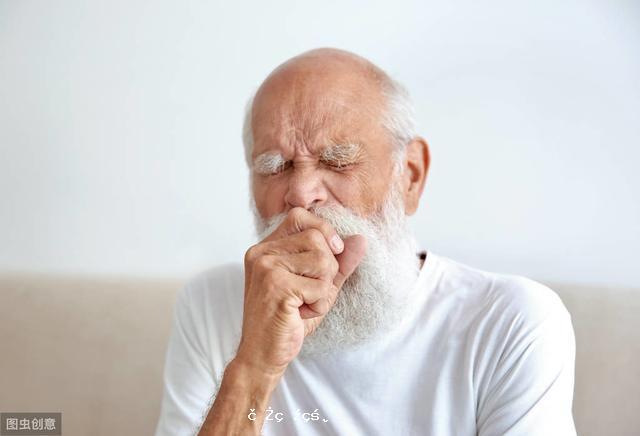 """煙癮大的男性,睡覺前若有這4種""""反常"""",可能是肺癌悄然而至"""