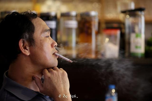 """大量吸煙讓人""""顯老"""""""