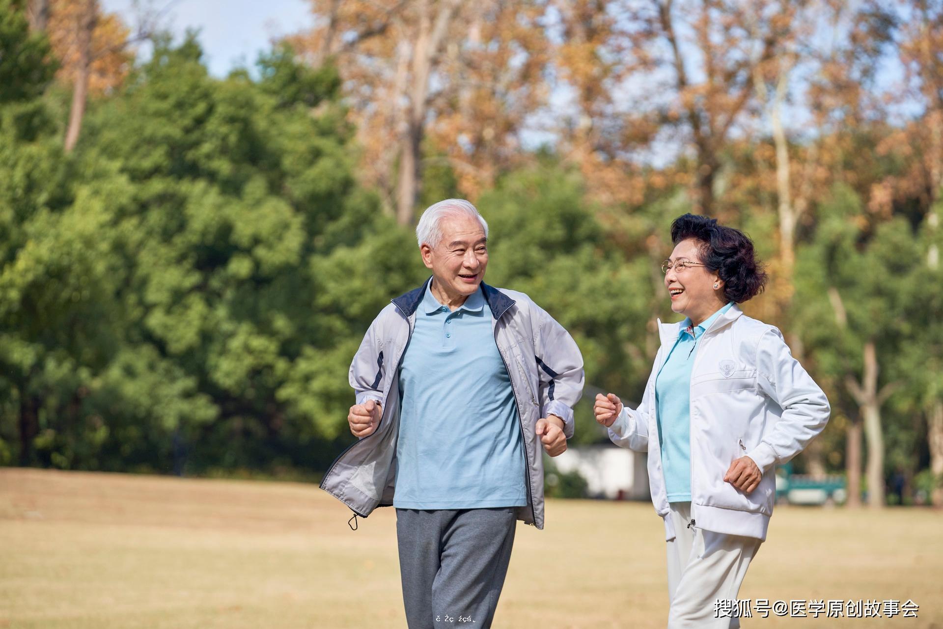壽命短的人,走路會有六個特征,若你六個都沒有,恭喜你身體硬朗