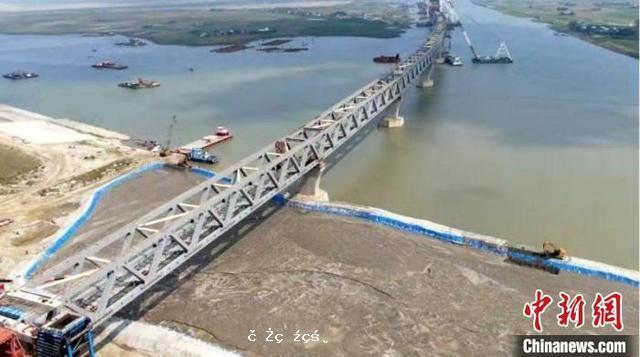 """中孟兩國政府間""""一帶一路""""合作項目出口孟加拉100輛寬軌鐵路客車合同簽約"""