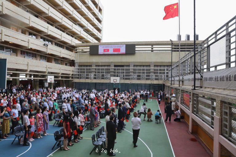 教育局規定全港中小學明年元旦起須在上課日、元旦、國慶等升國旗