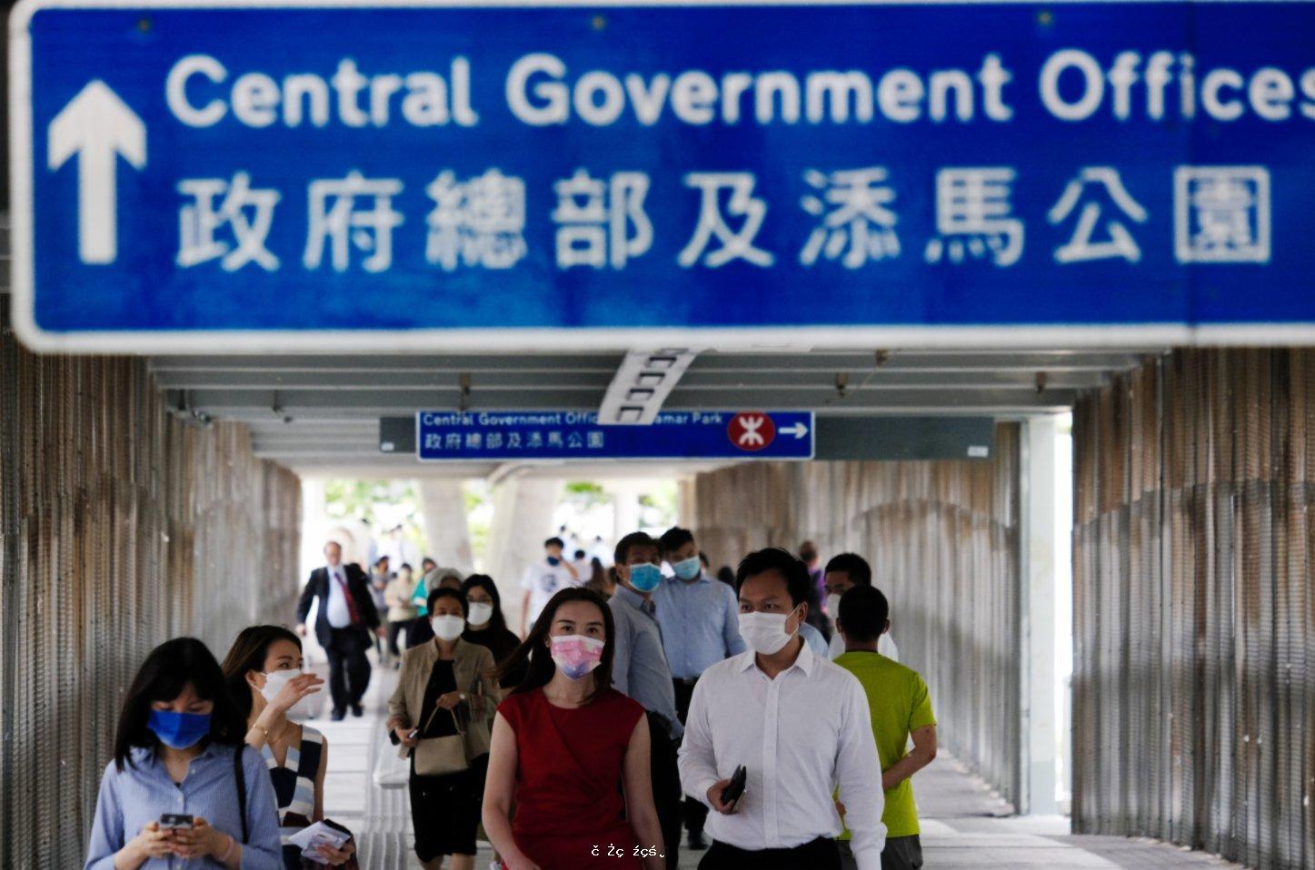政府擬明年年中將國安法加入公務員考核