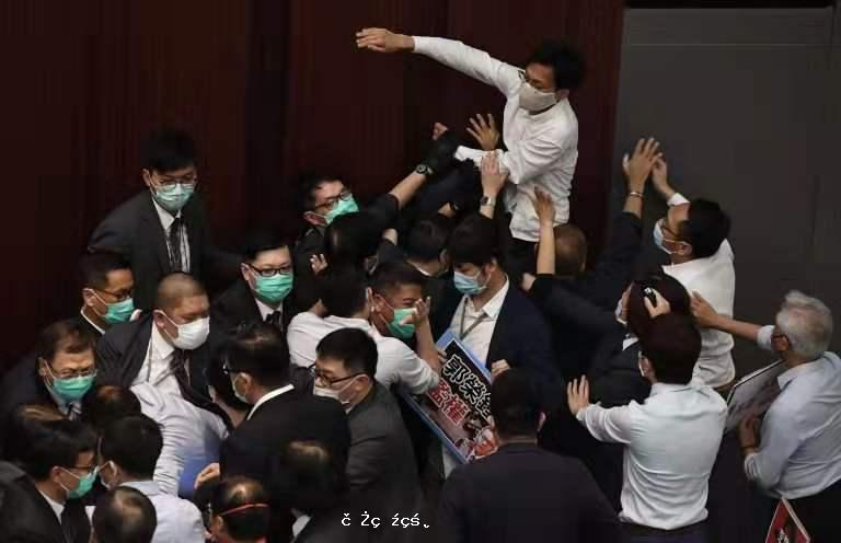 長期迷戀西式民主的香港人是時候醒一醒